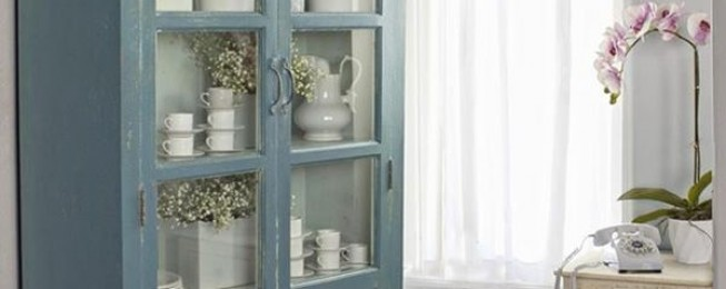My design magazine vetrina shabby chic in azzurro for Vetrina shabby chic